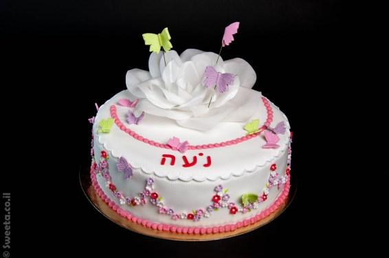 עוגת יום הולדת מבצק סוכר עם פרח אכיל מנייר וופר