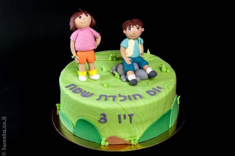 עוגה עם דמויות של דורה ודייגו מבצק סוכר מעוצבים ליום הולדת