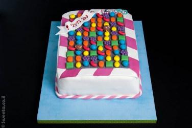 עוגה של קנדי קראש מעוצבת בצק סוכר יום הולדת 40