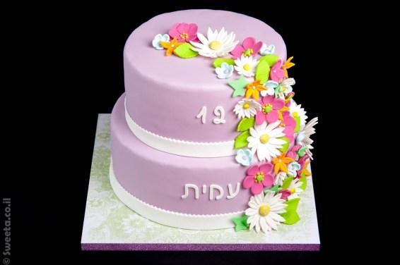 עוגת בת מצווה מעוצבת פרחונית בבצק סוכר