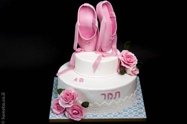 עוגה מעוצבת לבת מצווה נעלי בלט