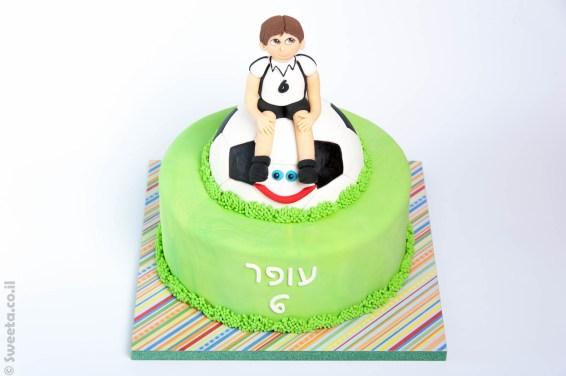 עוגת בצק סוכר ילד כדורגל