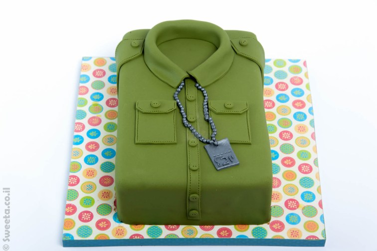 חולצה צבאית מעובצת בבצק סוכר לכבוד מסיבת גיוס