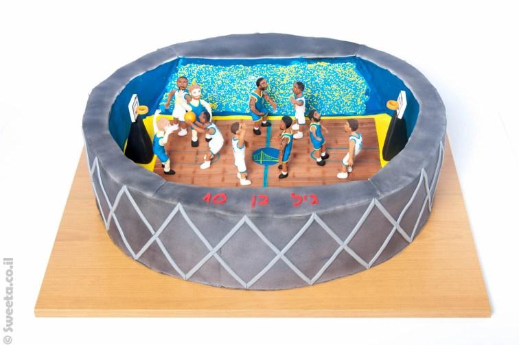 אורקל ארנה וקבוצת גולדן סטייט בגודל ענק