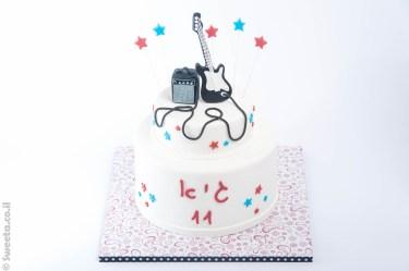 עוגת רוק סטאר מעוצבת מבצק סוכר גיטרה חשמלית