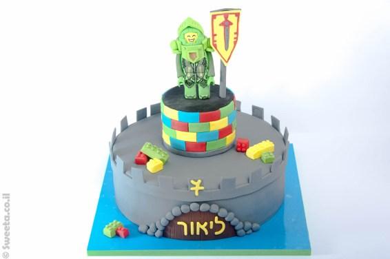 עוגת לגו אבירים מעוצבת מבצק סוכר