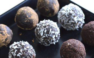 Σοκολατάκια με καρύδια & χουρμάδες_sticky