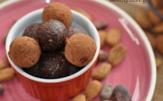 Ενεργειακές τρούφες σοκολάτας_close-up