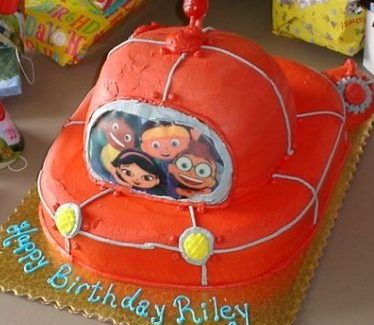 Little Einstein rocket ship cake