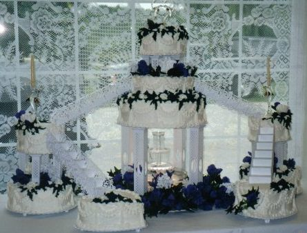 Stairs and fountain wedding cake