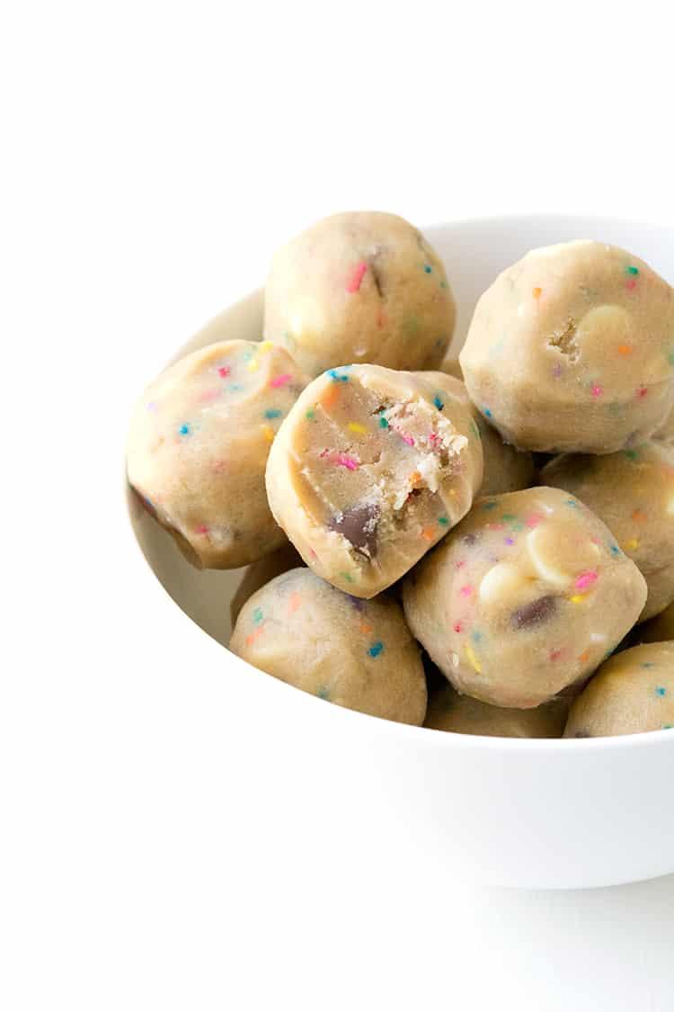 Edible Funfetti Cookie Dough | via sweetestmenu.com