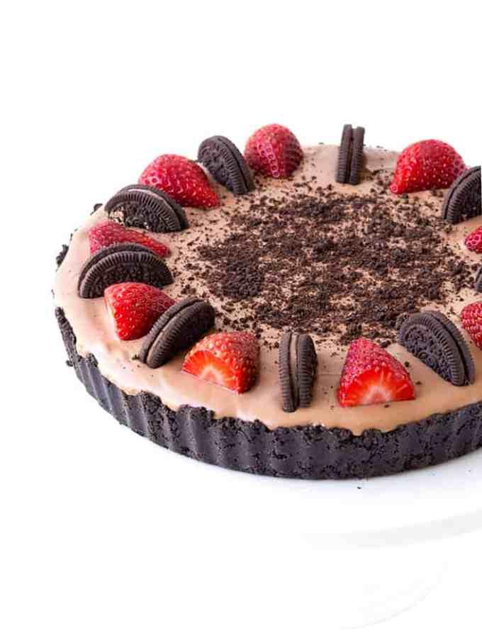 5 Ingredient No Bake Strawberry Chocolate Pie | Sweetest Menu