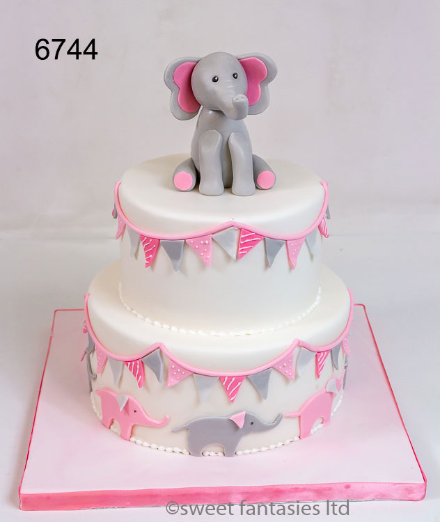 Baby shower cake with Elephants & bunting