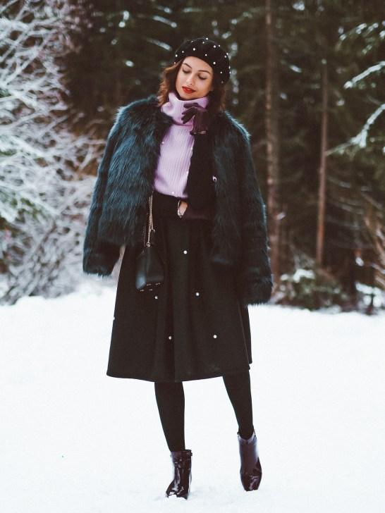 Pearls & fur coat3