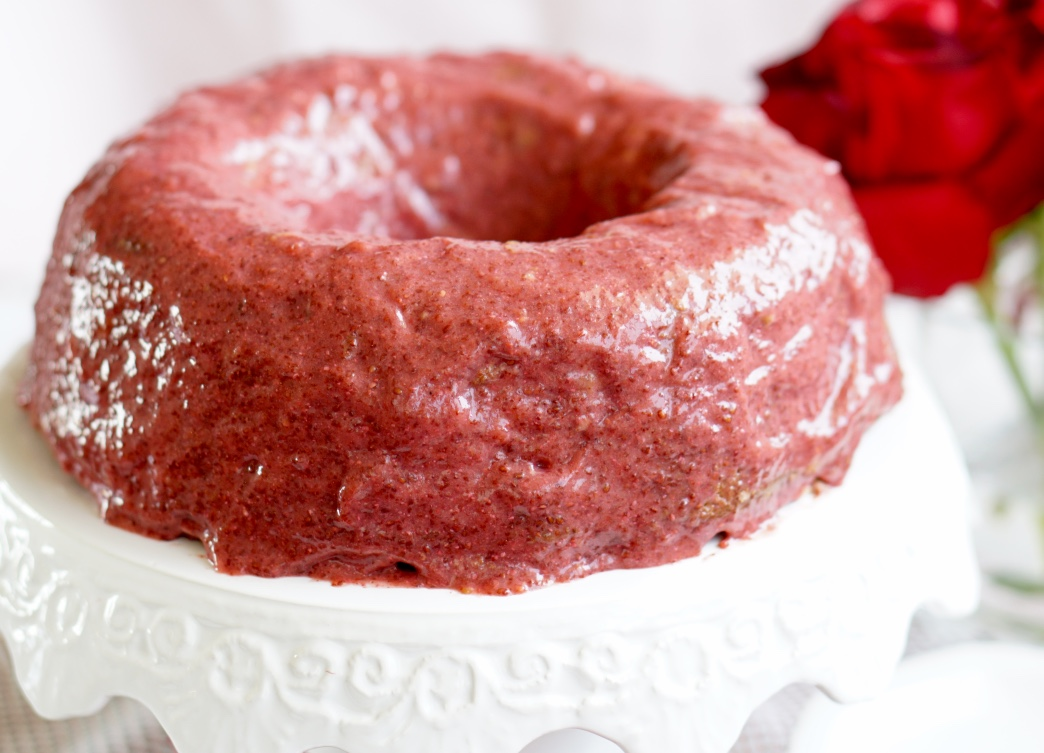 healthy strawberry bundt cake
