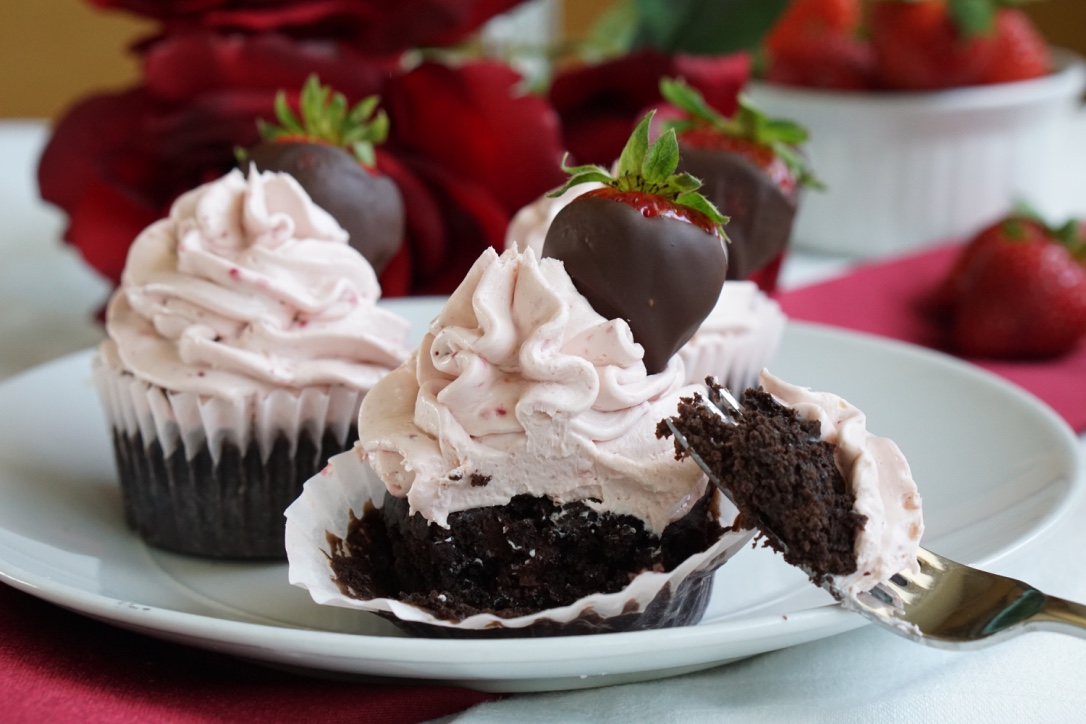 healthy low-sugar, low-fat chocolate strawberry cupcakes 1