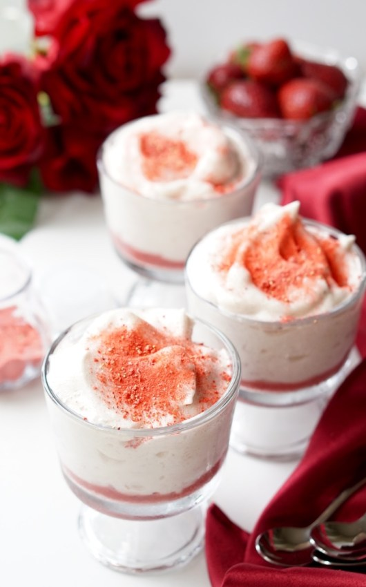 This is a super-simple recipe for the Healthy Strawberry Marshmallow Dessert, a Low-Calorie, High Protein and All-Natural super-healthy treat!