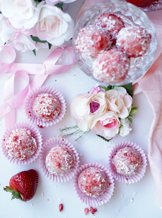 A super-simple recipe for the Healthy, Low-Calorie, Paleo, Gluten-Free and All-Natural Strawberry Protein Bites. They are super-High-Protein WITHOUT a Protein Powder!