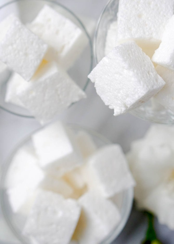 Healthy, Low-Sugar Marshmallows that only take 10 minutes to make!! Naturally high in protein and collagen, low-calorie and extra-delicious! But the best part is... You can eat the whole batch for breakfast and feel great about it!