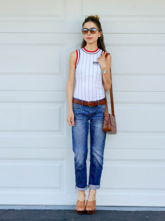This sporty top & jeans look is girly, classic and trendy: the sporty chick is one of the Spring 2017 trends! It's also comfortable, feminine and fun!