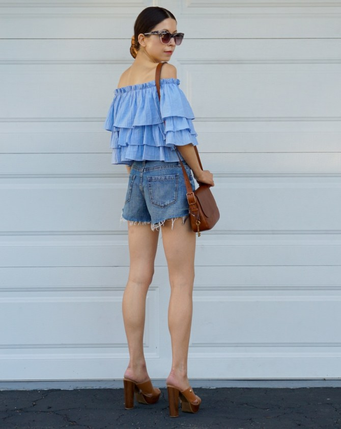 This trendy blue ruffle top paired with the classic pair of well-fitting denim shorts make an ultimate Spring 2017 look that's pretty, yet very comfortable!
