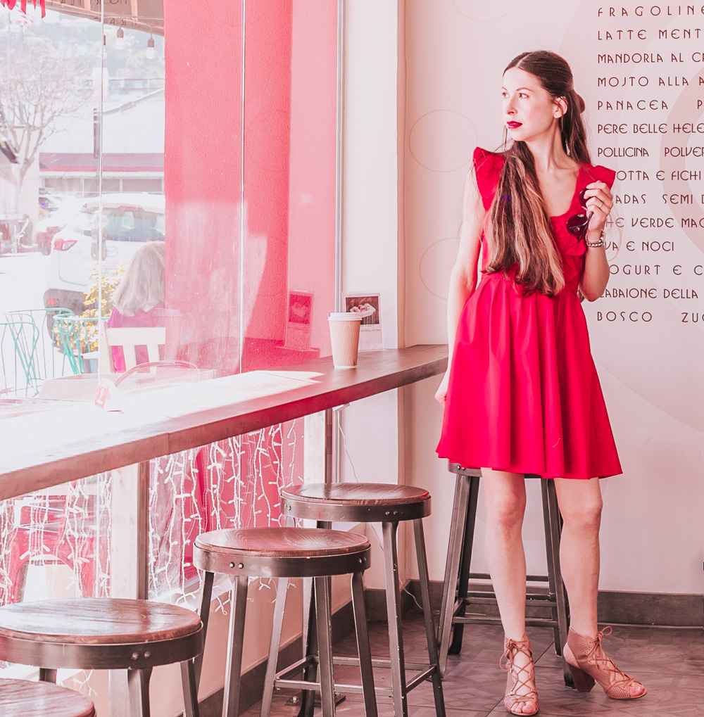 The BEST outfits for Valentine's Day! Find the inspiration for any kind of a Valentine's Day event: a romantic date, a casual party or a Galentine's Celebrations!
