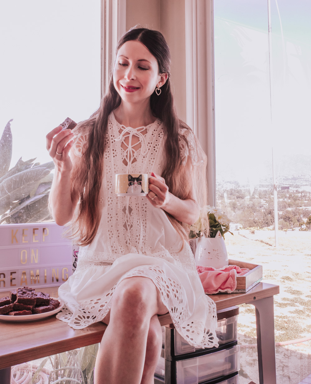 White Lace Dress: pretty and comfortable outfit idea for Spring and Summer!