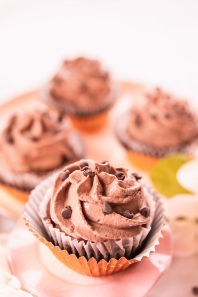 HEALTHY LOW-CALORIE CHOCOLATE CHIP CUPCAKES: PERFECT FOR YOUR NEXT PARTY!