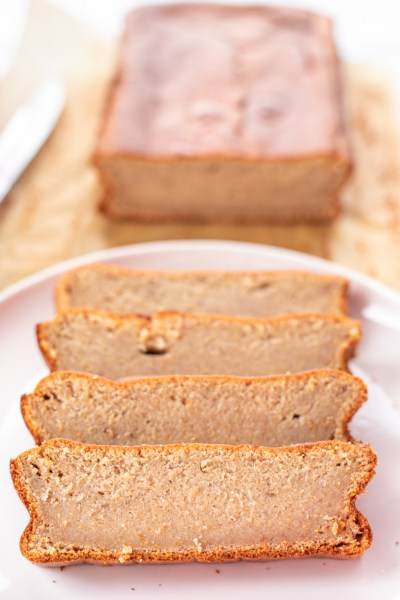 THE EASIEST EVER HEALTHY & LOW-CALORIE BANANA BREAD RECIPE!