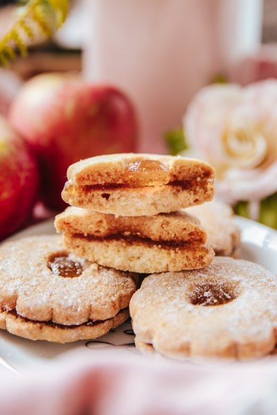 HEALTHY APPLE SANDWICH COOKIES!
