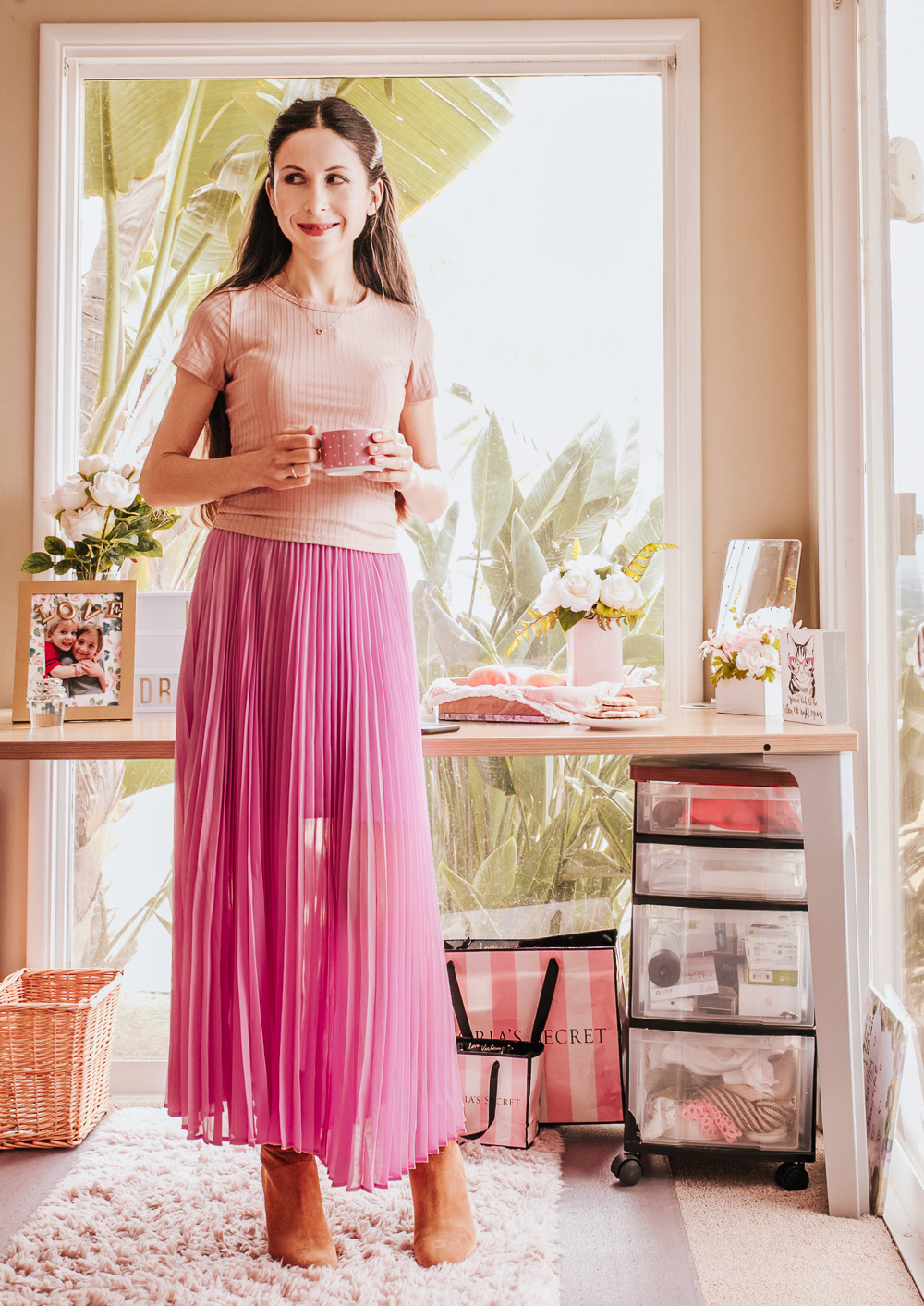 Pretty and Casual for Fall: Pink maxi skirt, boots and pint top!