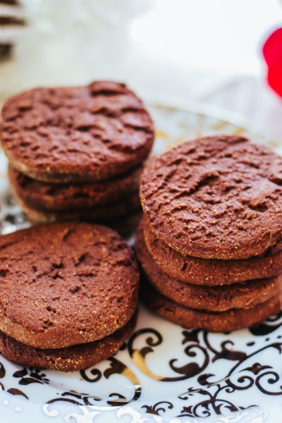 HEALTHY THIN MINT COOKIES: easy to make, low-calorie, all-natural and super-yummy!
