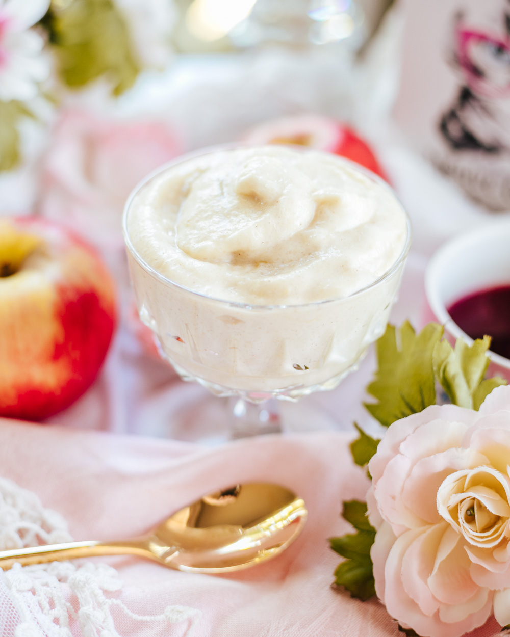 The Healthy Semolina Apple Mousse is indulgent, easy to make, low-calorie, fat-free, all-natural, vegan, low-sugar and super-yummy!