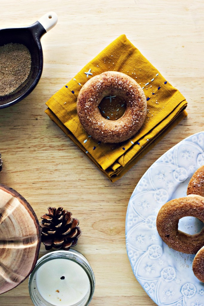 baked snickerdoodle doughnuts | via sweet miscellany