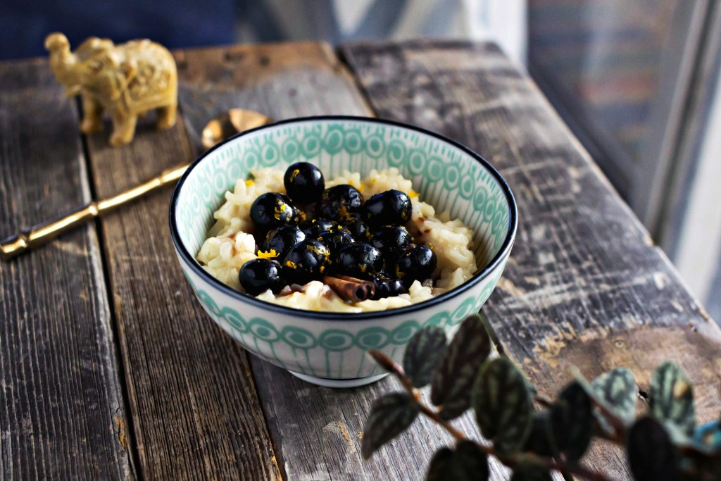 toasted coconut rice pudding with saucy blueberries | via sweet miscellany