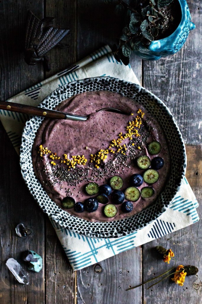 blueberry mango smoothie bowl | plant based recipes via sweet miscellany