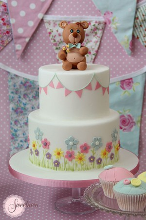 Teddy bear cake, baby shower cakes london, baby girl cakes, baby boy cakes, baby cakes london, bunting cake
