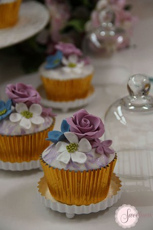 Wedding cupcakes london, rose cupcakes, vintage cupcakes London