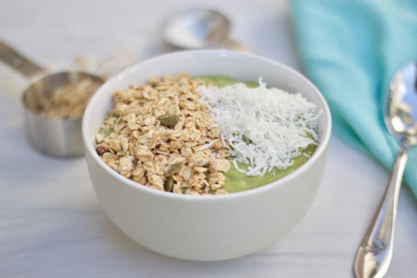 Matcha smoothie bowls are creamy, nutritious, full of anti-oxidants, easily absorbed fibre and is a known detoxifier. A quick breakfast treat.