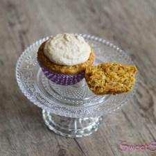 Karottenmuffins mit Pinienkernen und Frischkäsecreme … (vegan)