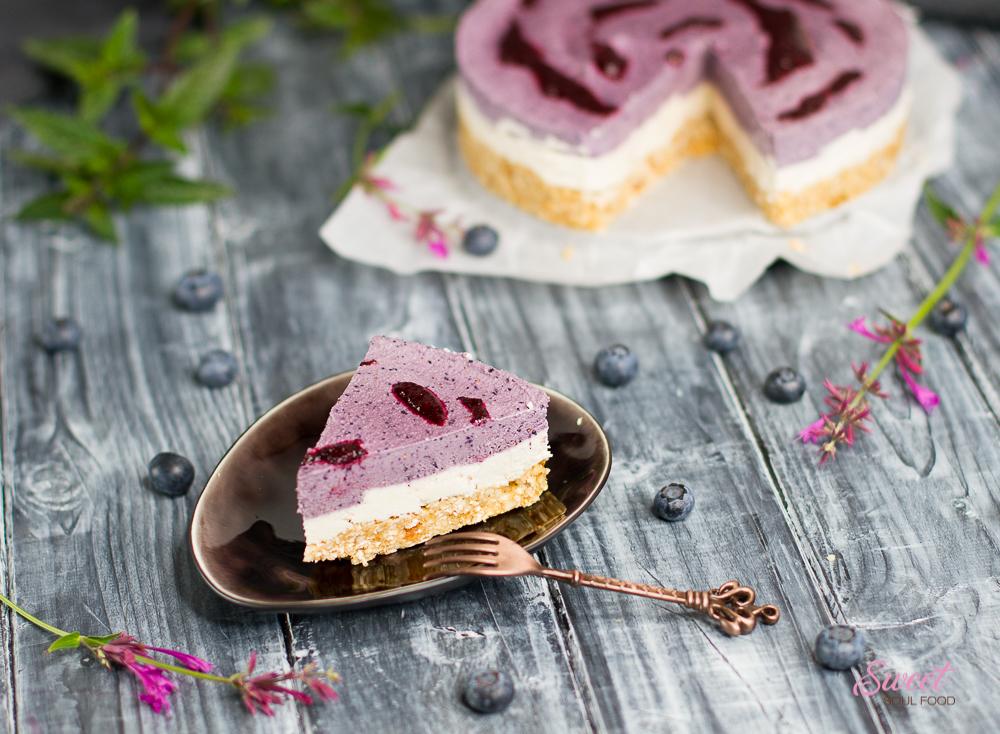 Heidelbeer-Zitronen-Cheesecake angeschnitten