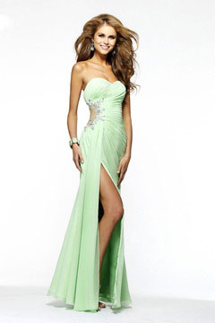 How to Select a Figure Flattering Prom Dress For Your Body Type