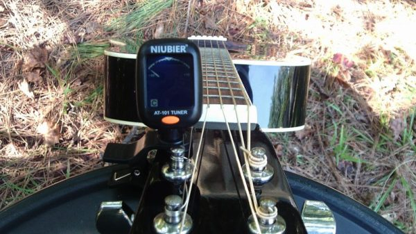 No matter acoustic, electric, or classical - Guitar, Ukulele, Bass, Violin, Mandolin, Cello, or Banjo  Tune your instrument with this digital clip-on tuner.