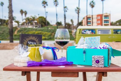 Peace Love & Wine Club Holiday Gift Guide Giveaway! Ends 12/17