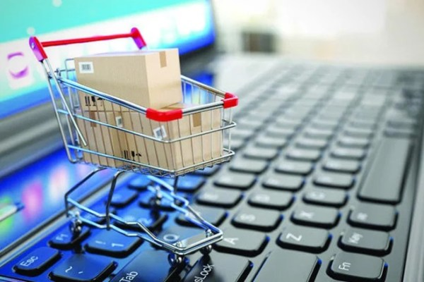 Common Online Shopping Mistakes That Cost You Money! Are you making these costly online shopping mistakes without realizing it? #onlineshopping #shopping #money #moneymistakes