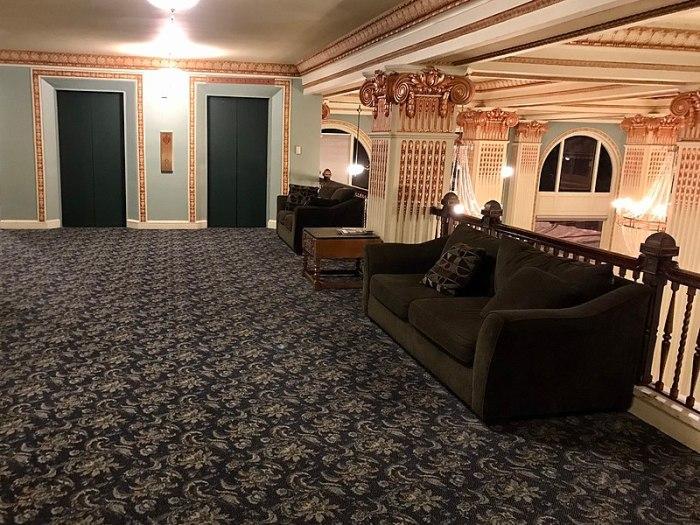 RESIDENTIAL VS. COMMERCIAL CARPET The Difference Between Residential and Commercial Carpeting