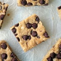 Easy 30-minute Choc Chip Cookie Bars {vegan, gf}