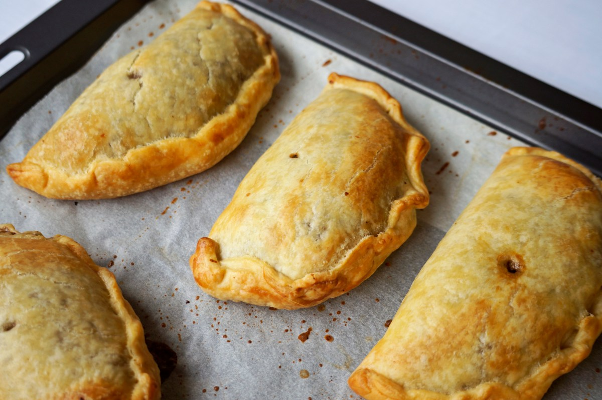 Mini Mushroom & Walnut Pasties {vegan}