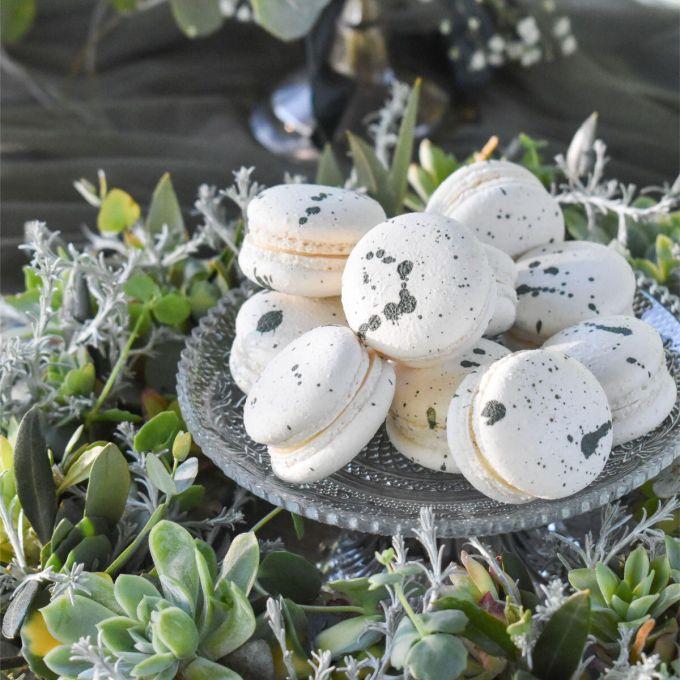 Close-up Greenery macarons