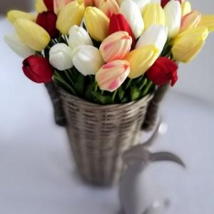 Kosz z kolorowymi tulipanami nr 149